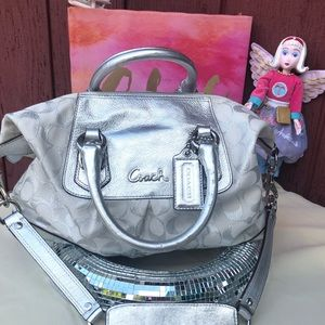 F15804 Coach Silver metalic & white shoulder hobo